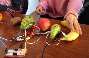 Elektronische Musik mit Obst